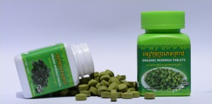 100and200Moringa-tablets-bottles